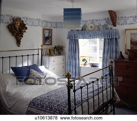 Bilder   antikk messing, seng, og, blue white, floral, gardiner ...