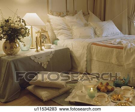 ... , slaapkamer, met, grijze, doek, op, nachtkastje Bekijk Grotere Foto