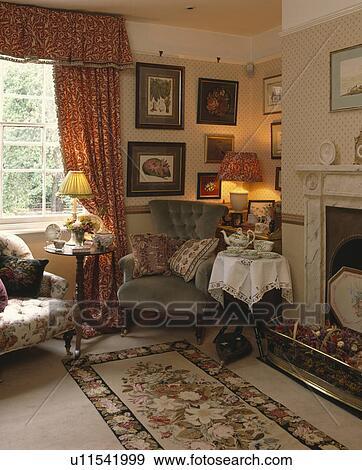 banque de photographies style victorien fauteuil et petit circulaire table ensemble. Black Bedroom Furniture Sets. Home Design Ideas
