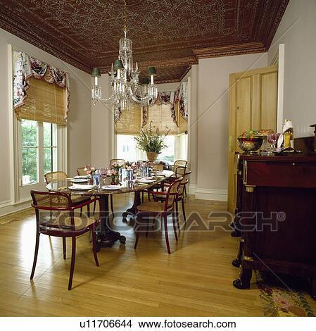 Banque de photo orn plafond et verre lustre au - Abat jour salle a manger ...