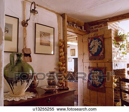 Banque d 39 image bois porte int rieur petite maison for Petite porte interieur