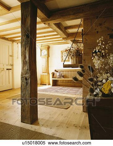 Archivio immagini pavimenti salone paese legno for Pavimenti per salone