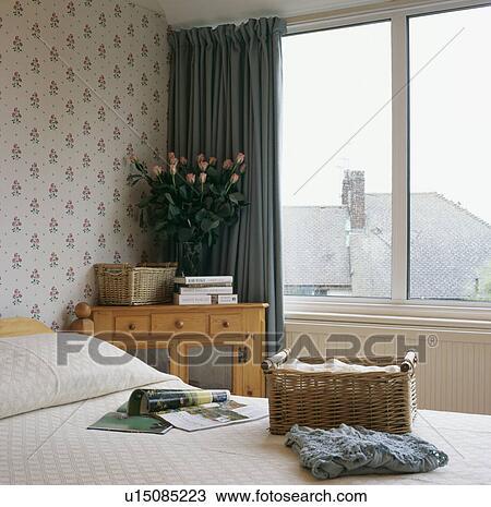 Stockfoto   vidje, lagring, kurv, seng, ind, lille, soveværelse ...