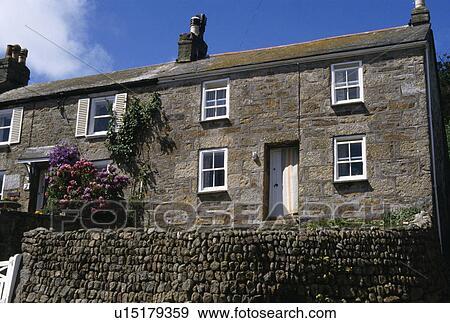 Archivio fotografico parete drystone davanti terrazze for Piani e foto di cottage in pietra