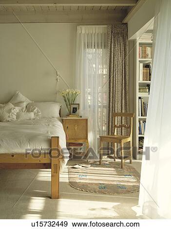 Stockfotografi   fløde, linned, på, fyrre seng, ind, soveværelse ...