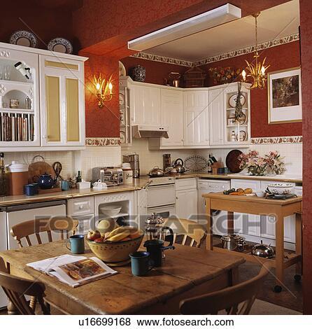 Immagini pino tavola e sedie in bianco for Tavola e sedie