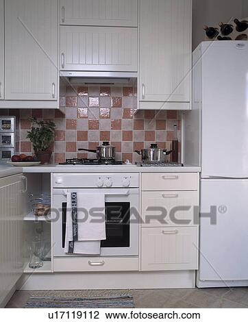 Stock foto   pink white, tegels, boven, witte, oven, in, klein ...