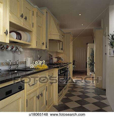 Beelden grey white chequerboard vloer in smalle keuken met geverfde room gepaste - Smalle keuken ...