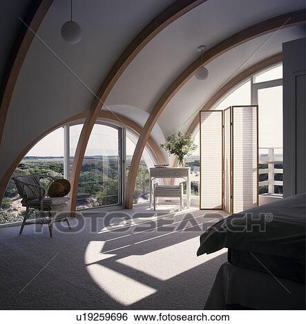 Banque d 39 images fen tre vo t e et plafond dans for Moquette moderne chambre