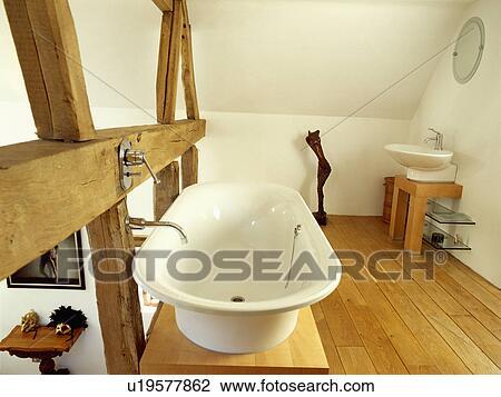 stock foto - weiß, rolltop, bad, auf, arbeitsbühne, neben, groß ... - Bad Balken