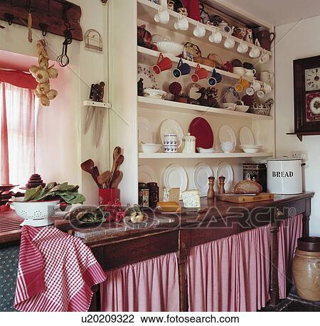 Stock foto   red white, gecontroleerde, gingham, gordijnen, onder ...