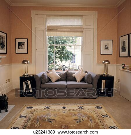 archivio fotografico - livingroom, con, divano, davanti, finestra ... - Divano Davanti Finestra