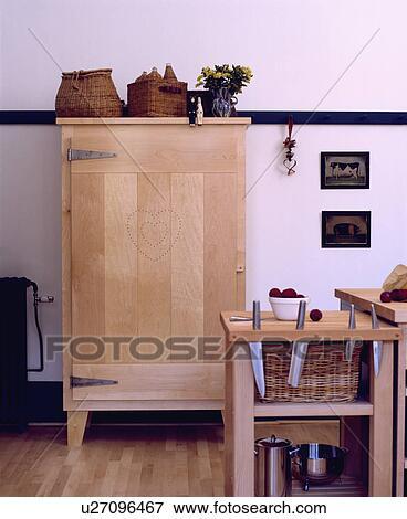 Beeld   bleek, hout, shaker style, kast, in, witte, keuken, met ...