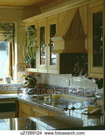 Stock foto land binnenste traditionele neutraal details keukens u27269124 zoek foto 39 s - Traditionele keukens ...