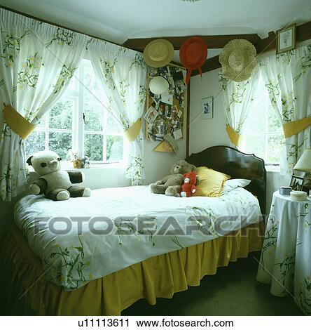 ... , met, gele, valance, in, slaapkamer van het kind Bekijk Grotere Foto