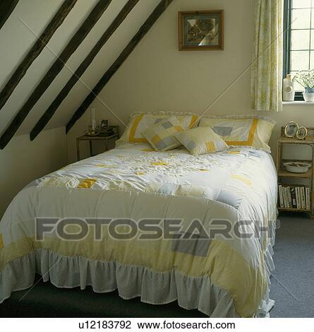 geel en blauw, lapwerk, stikken, op bed, in, zoldertjes, slaapkamer ...