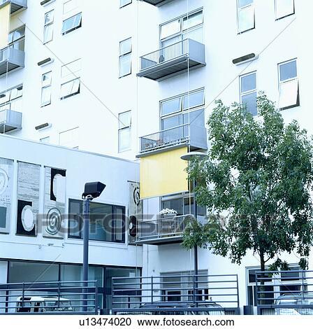Archivio fotografico moderno bianco edificio di for Progetta il mio edificio online
