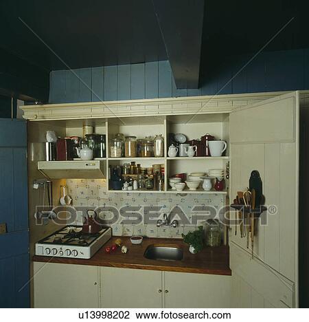 Archivio fotografico piccolo compatto cucina con - Cucina portatile ...
