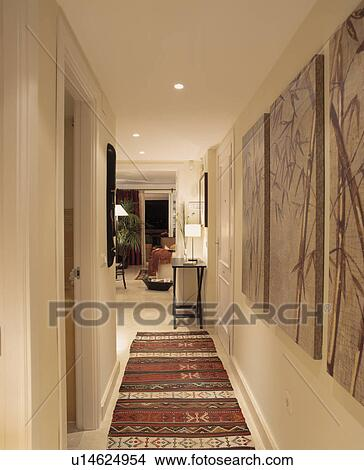 Archivio fotografico orientale immagini e tappeti su - Tappeti per corridoi ...