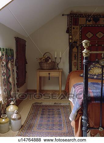 orientalsk teppe, p?, sisal, teppe, inn, hytte, soverom, med, messing ...