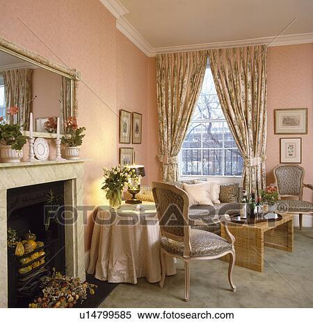 Stock Afbeelding - patterned, gordijnen, in, traditionele, roze ...