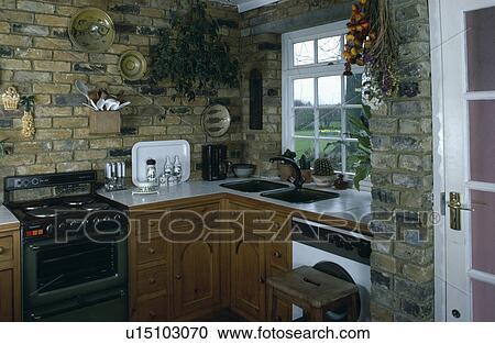 Archivio fotografico vecchio elettrico forno sotto for Vecchio cottage inglese