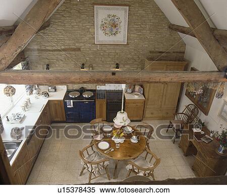 Archivio immagini   vista aerea, di, circolare, legno, tavola cena ...