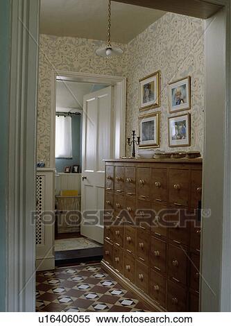 Archivio immagini torace legno con multi cassetti in for Parati da salone