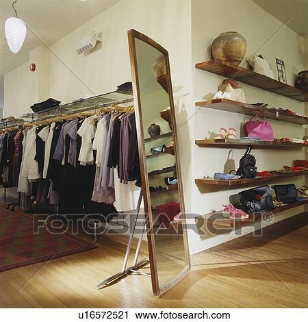 Archivio fotografico alto freestanding specchio su for Specchio woman abbigliamento