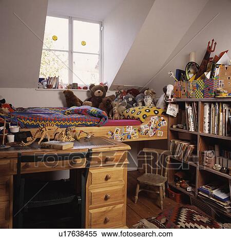 스톡 이미지 - 소나무, 책상, 와..., 플랫폼, 침대, 에서, 아이 ...