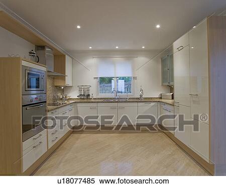 Archivio Immagini - moderno, bianco, cucina, con, pavimento marmo ...