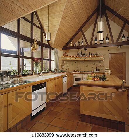 Banque de photographies bois sommet plafond dans moderne p le bois cuisine terre for Plafond de cuisine en bois