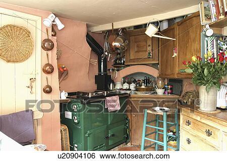 Stock afbeeldingen   groene, aga, en, turkoois, houten, krukje, in ...