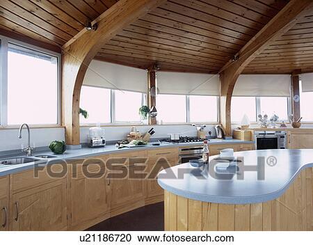 Archivio fotografico legno soffitto in circolare for Isola cucina circolare