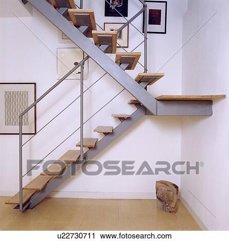 banco de fotografas moderno escalera de metal con de madera pisadas