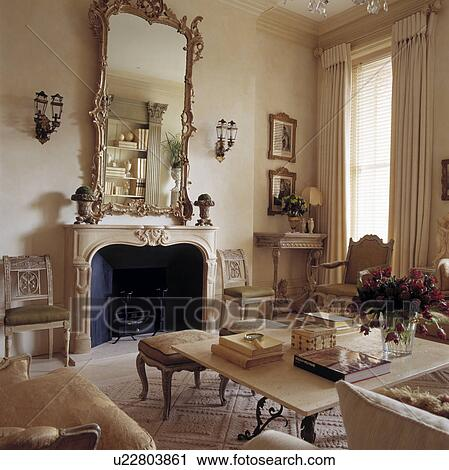 banques de photographies miroir au dessus chemin e dans traditionnel salle de s jour. Black Bedroom Furniture Sets. Home Design Ideas