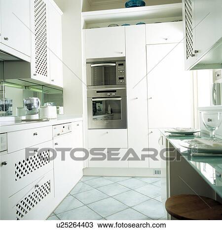 Archivio fotografico contemporaneo bianco cucina con - Mattonelle pavimento cucina ...