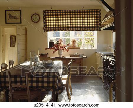 Banques de photographies v rifi aveugle bleu v rifi tissu sur table dans pays - Plancher ardoise cuisine ...