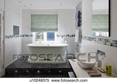 Archivio immagini verde cieco su finestra sopra for Finestra bagno