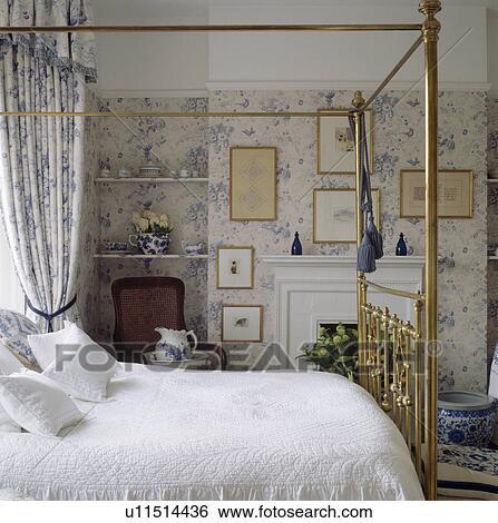 Arkivbilder - messing, seng, inn, soverom, med, blue+swhite ...