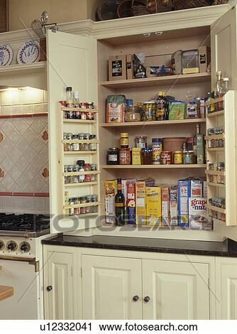 banques de photographies gros plan de picerie dans ajust garde manger placard. Black Bedroom Furniture Sets. Home Design Ideas
