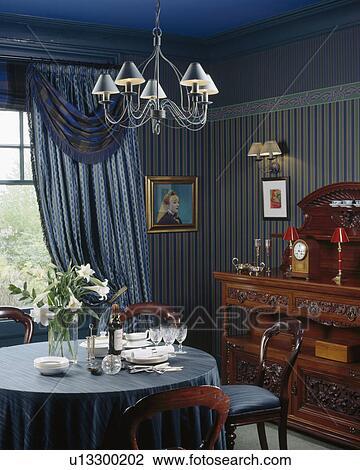 Archivio fotografico metallo luce sopra tavola con for Stoffa da parati