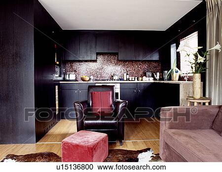 Stock Fotografie - zwart leder, leunstoel, en, verbleek bruin ...