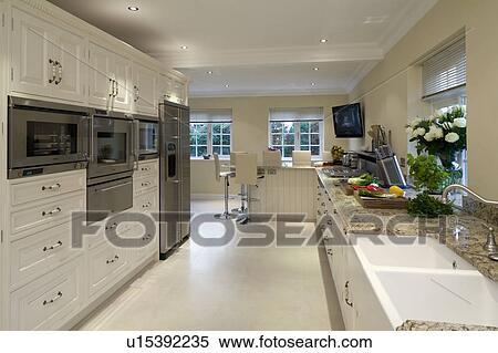 coleccin de imgen porcelana mosaicos piso en moderno blanco cocina con combinacin hornos y doble belfast fregadero