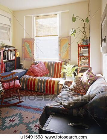 Immagini - strisce, lancio, su, divano, sotto, finestra ...