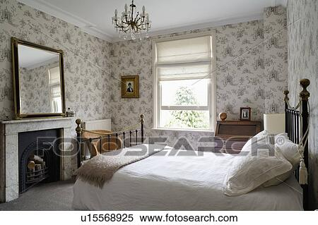 Stock image of black iron bed with white bedlinen in - Chambre pour jeune adulte ...