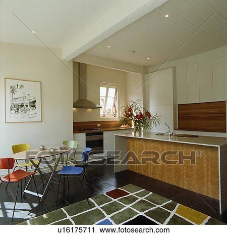 Banques de photographies color chaises table dans moderne cuisine salle manger - Plancher ardoise cuisine ...