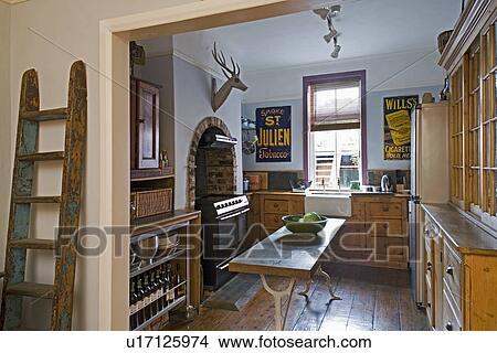 Banque de photo rustique chelle bois c t de for Echelle de cuisine