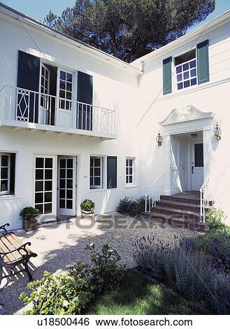 Archivio di immagini tradizionale bianco californiano for Disegni di casa patio