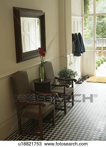 Archivio fotografico grigio tappezzato sedie sotto for Mattonelle per salone